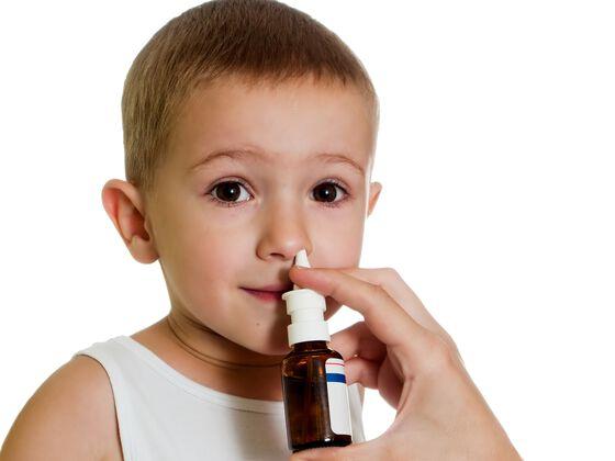 Barn får nesespray
