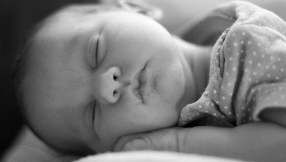 Bildet kan inneholde: barn, baby, ansikt, fotografi, hud.