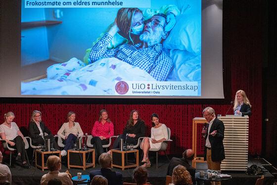 Panelet på litteraturhusets scene