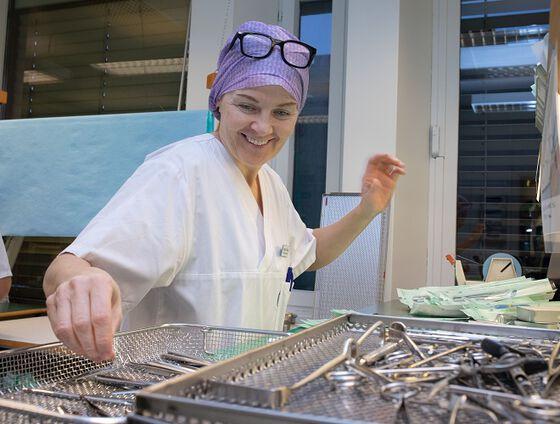 Bildet kan inneholde: kokk, leder, matforedling, matlaging.