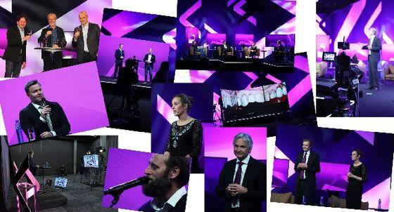 Bildet kan inneholde: lilla, scene, opptreden, fiolett, begivenhet.