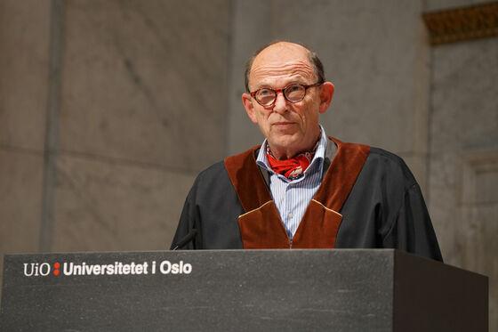 Dekan Pål Barkvoll er på talerstolen