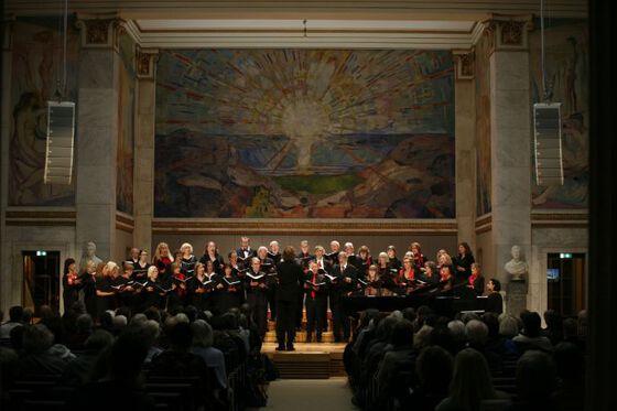 Bildet kan inneholde: musikk instrument, musiker, tilbehør til musikkinstrumenter, musikkstand, musikk.